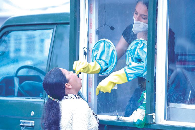 स्वास्थ्य सेवामा थप संकट: कोरोना संक्रमण बढ्दै जादा आईसियु र भेन्टिलेटरको अभाव