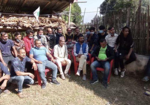 मन्थली चिसापानीका २ दर्जन युवा नेकपा परित्याग गरि कांग्रेसमा प्रबेश