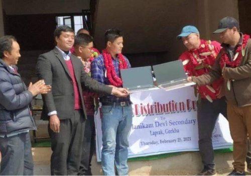 एलायन्स नेपाल र हिमाली साईनो फाउन्डेसनद्वारा विद्यालयलाई ल्यापटप हस्तान्तरण