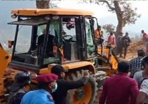 एक्स्काभेटर चालकले जिउँदै पुरेर मारिएकी महिलाका आफन्तले शव बुझेनन्
