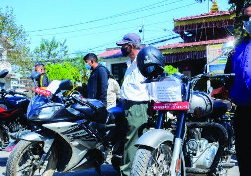 हराएका मोटरसाइकल खोजी गरी प्रहरीले बुझायो सम्बन्धित धनीलाई