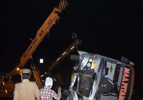 भारतमा सवारी दुर्घटना, १७ जनाको मृत्यु