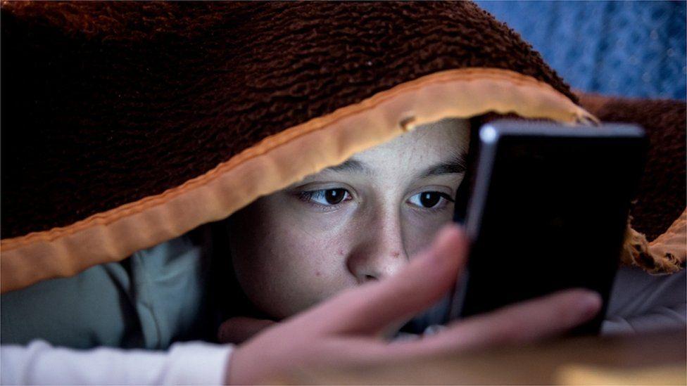 बालबालिकामा मोबाइल लत : अभिभावककै पहलबाट मात्र छुटाउन सम्भव