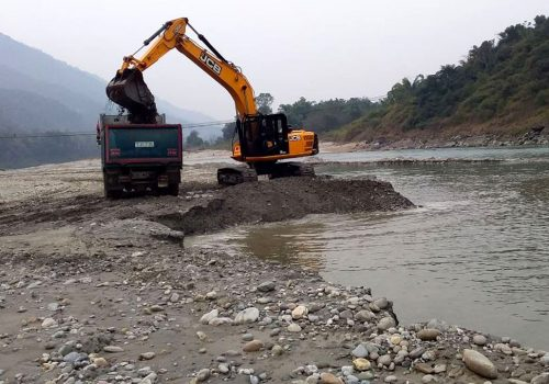 नदीजन्य पदार्थको चरम अभावः रोकियो विकास निर्माण